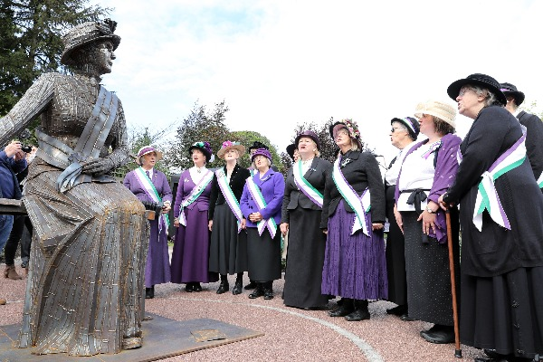 Image demonstrating Commemorative service to mark centenary of women's vote and World War 1