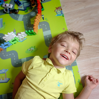Child on play mat.