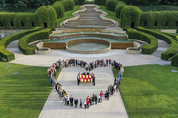 People standing in heart shape at Alnwick Garden